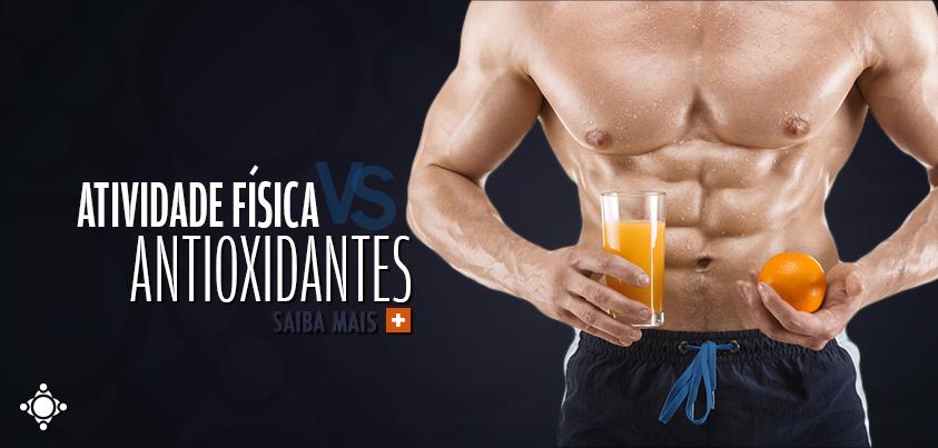 atleta após atividade física com antioxidantes na mão