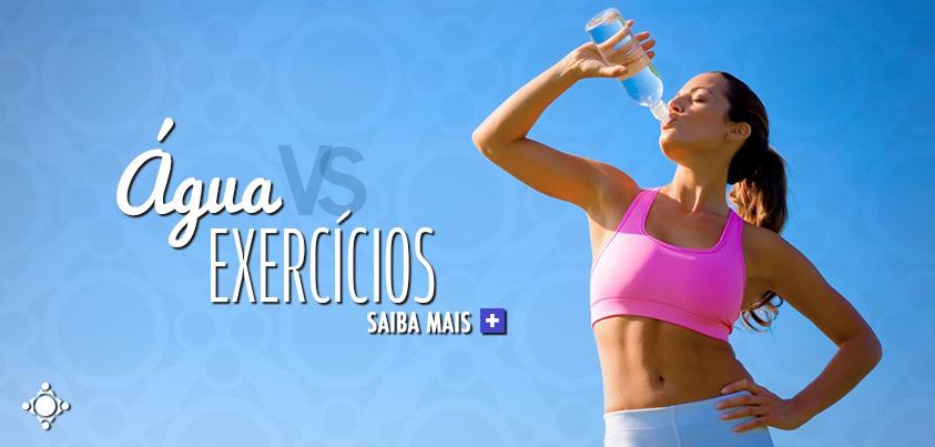 atleta tomando água durante exercício