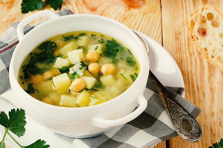 Caldos e Sopas Saudáveis - Sopa de Brócolis e Grão de Bico