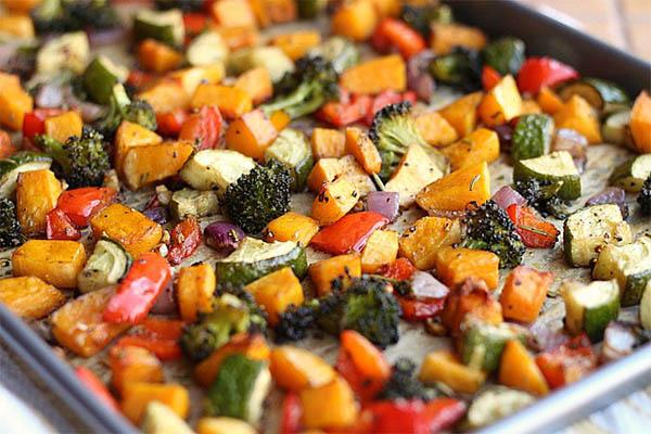 consumir mais legumes e verduras no jantar - vegetais ao forno