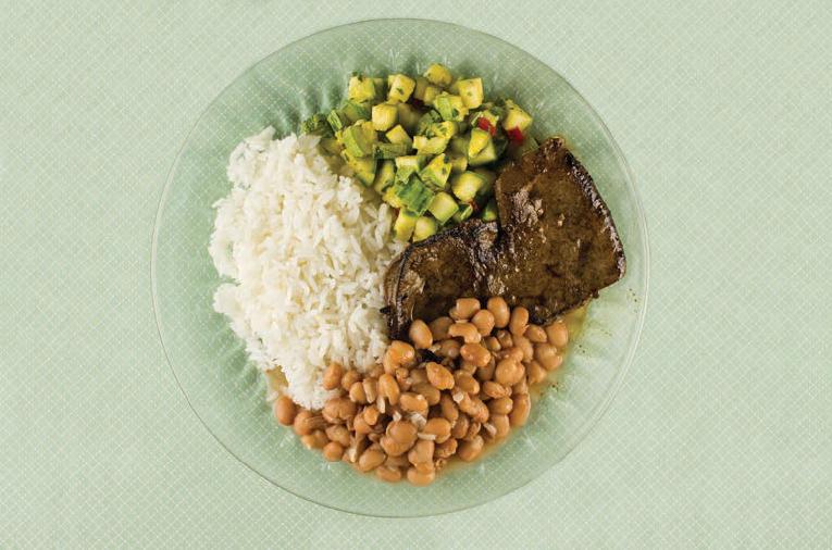 Jantar engorda? - Arroz, feijão, fígado bovino e abobrinha refogada