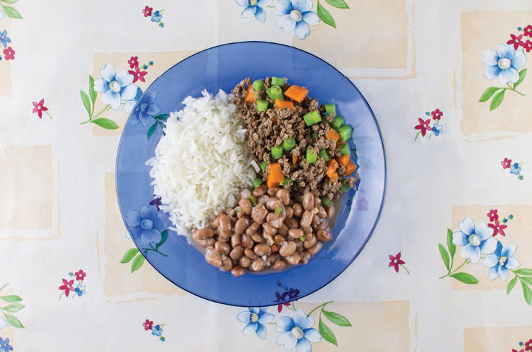Jantar engorda? - Arroz, feijão, carne moída com legumes