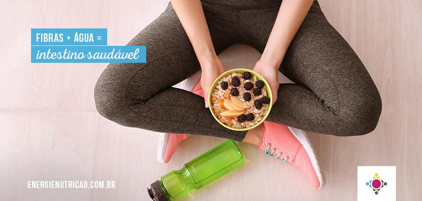 como as fibras alimentares funcionam no intestino?